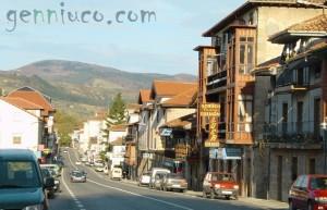 Carretera general a su paso por Alceda y de fondo Ontaneda